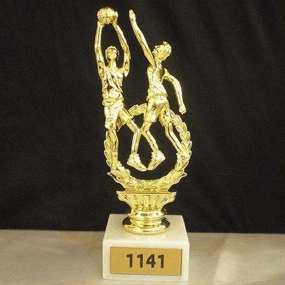 פסלון כדורסל על בסיס שיש  גובה 16 סמ כולל הקדשה