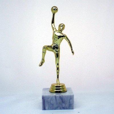 """פסלון כדורסל גבר צבע זהב על בסיס שיש גובה 21 ס""""מ כולל הקדשה"""
