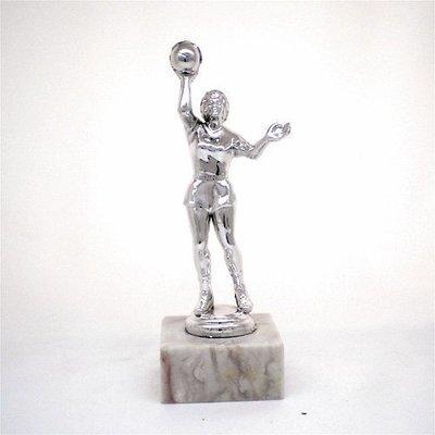 """פסלון כדורסל נשים צבע כסף על בסיס שיש גובה 17 ס""""מ כולל הקדשה"""