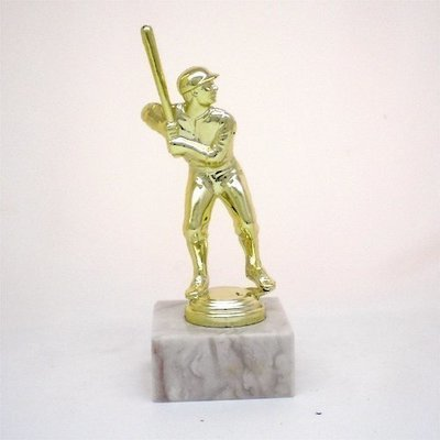 """פסלון בייסבול גבר זהב על בסיס שיש גובה 17 ס""""מ כולל הקדשה"""