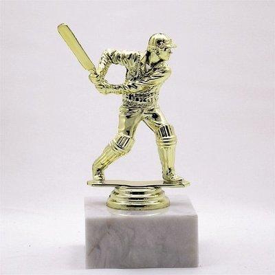 """פסלון קריקט  צבע זהב על בסיס שיש גובה 14 ס""""מ כולל הקדשה"""
