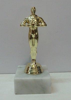 פסלון דמוי אוסקר על בסיס שיש ג. 16 ס