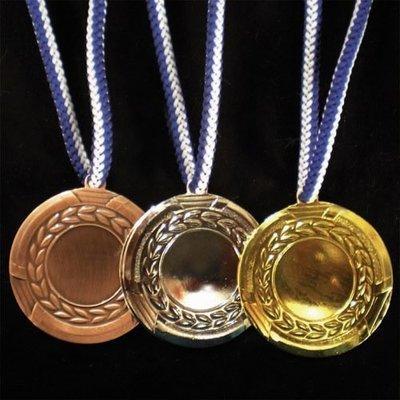 """מדליה קוטר 5 ס""""מ ממתכת צבע זהב/כסף/ארד"""