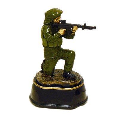מתנה לגיוס / שחרור - פסלון חייל כורע גובה 15 ס