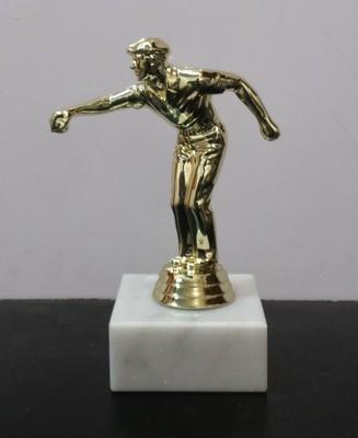 """פסלון פטנק גבר על בסיס שיש ג. 15 ס""""מ צבע זהב"""