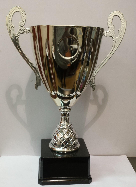 """דגם 32073 גביע מתכת ידיות ענק צבע כסף על בסיס מהודר עם מקום לסמל ענף גובה 48  ס""""מ"""