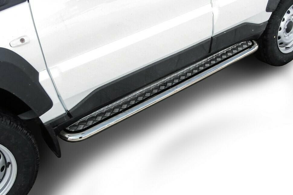 Защита порогов d57 мм с листом Lada Niva Travel (2021)