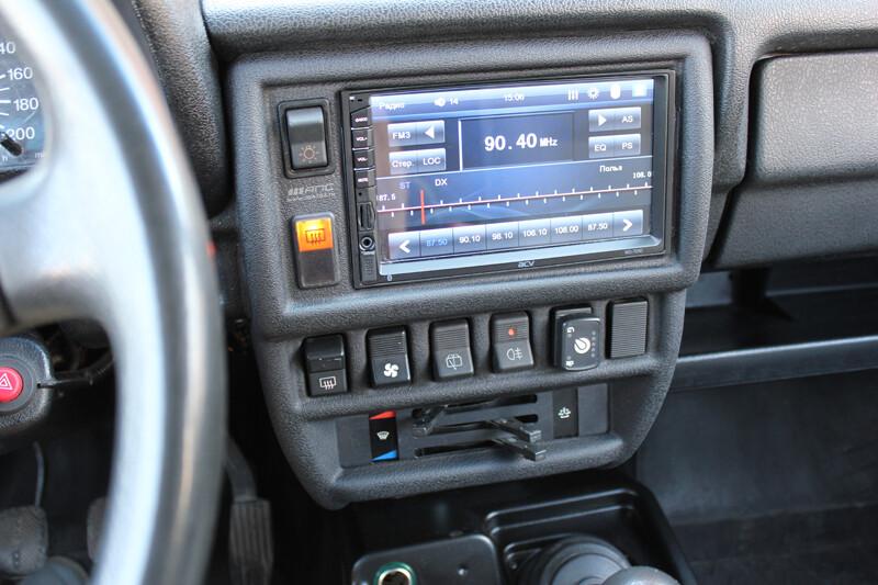 Консоль панели приборов под магнитолу 1DIN / 2DIN для автомобиля LADA 4x4 до 2020 г.в.