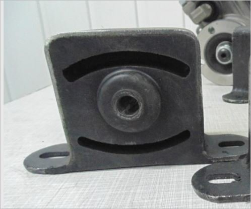 Новая Опора раздаточной коробки 2121- 21214 (меньше вибраций, мягкая работа) -  аналог Шеви (цена за 1шт.)