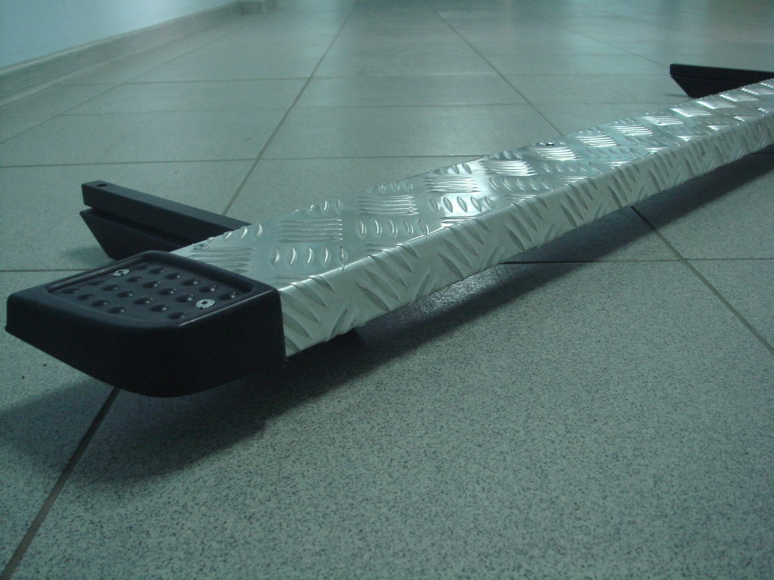Защита порогов алюминиевая со стальным каркасом