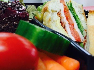 Le Club des Ailes (dinde fumée, bacon, tomates, salade et mayo)