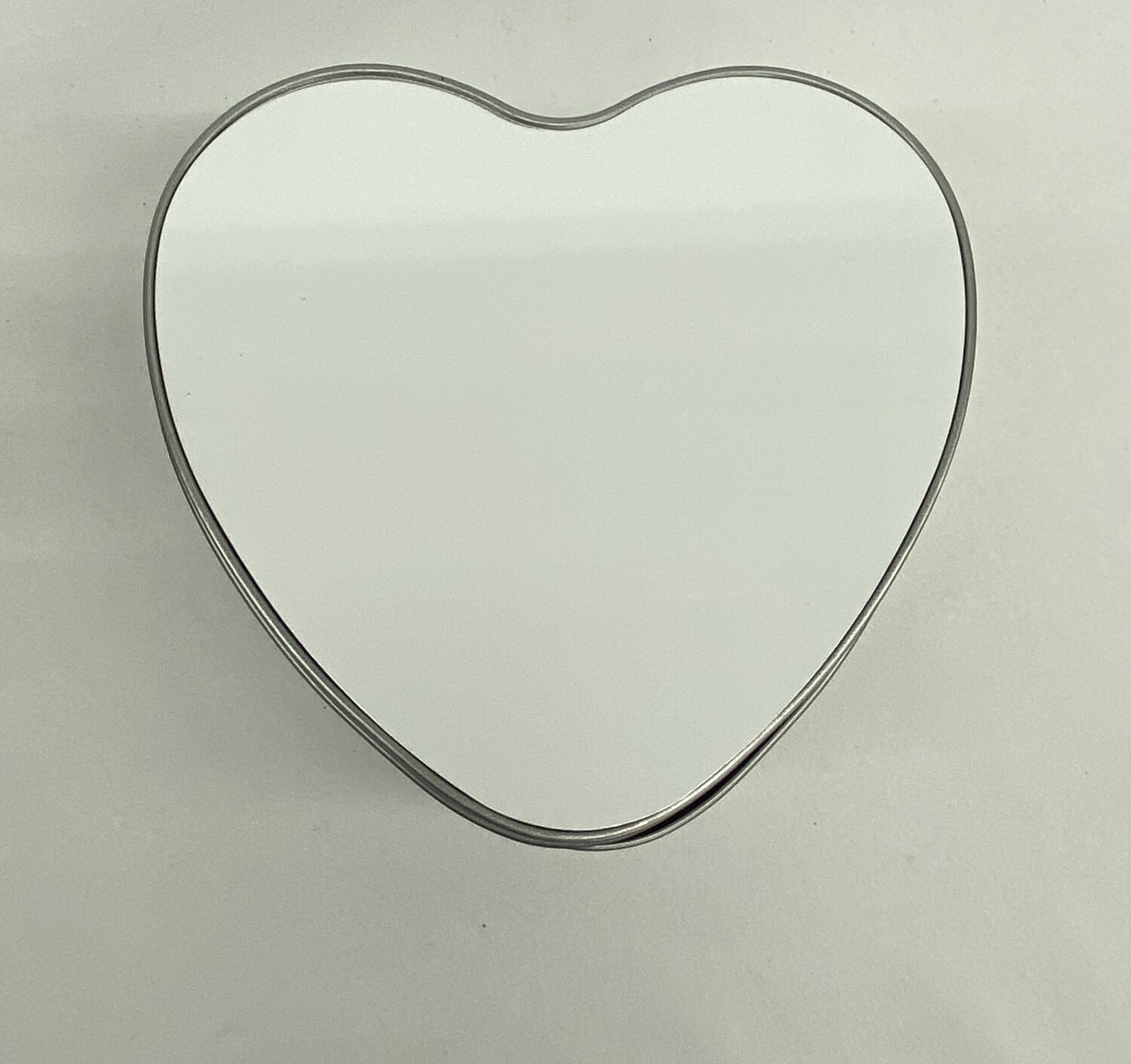 Heart shaped candy/cookie tin with blank aluminium insert