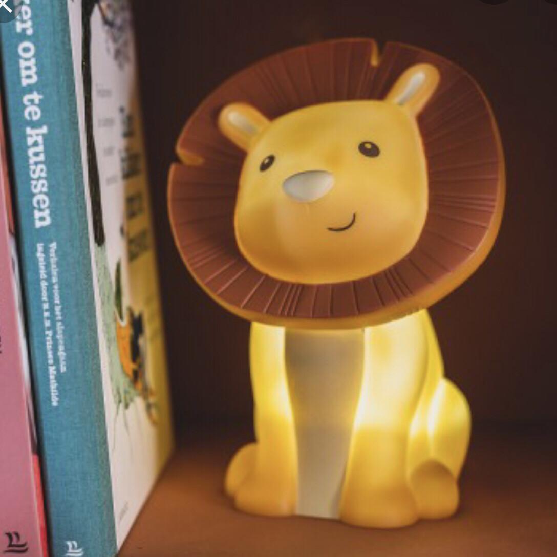 LED Nachttischlampe Löwe