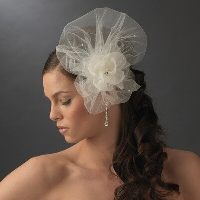 Elegant Ivory Flower Veiling Comb with Rhinestone & Pearl Highlights
