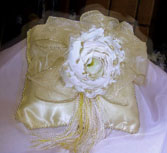 EGGSHELL PILLOW WITH WHITE ROSE