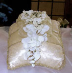 FLAT GOLD LACE PILLOW