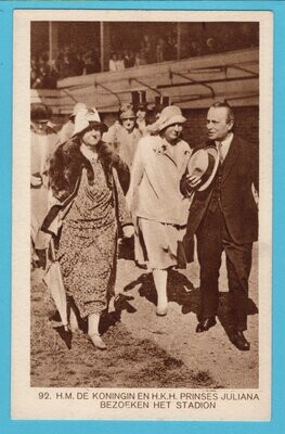 OLYMPIADE Amsterdam 1928  koningin bezoekt het stadion *