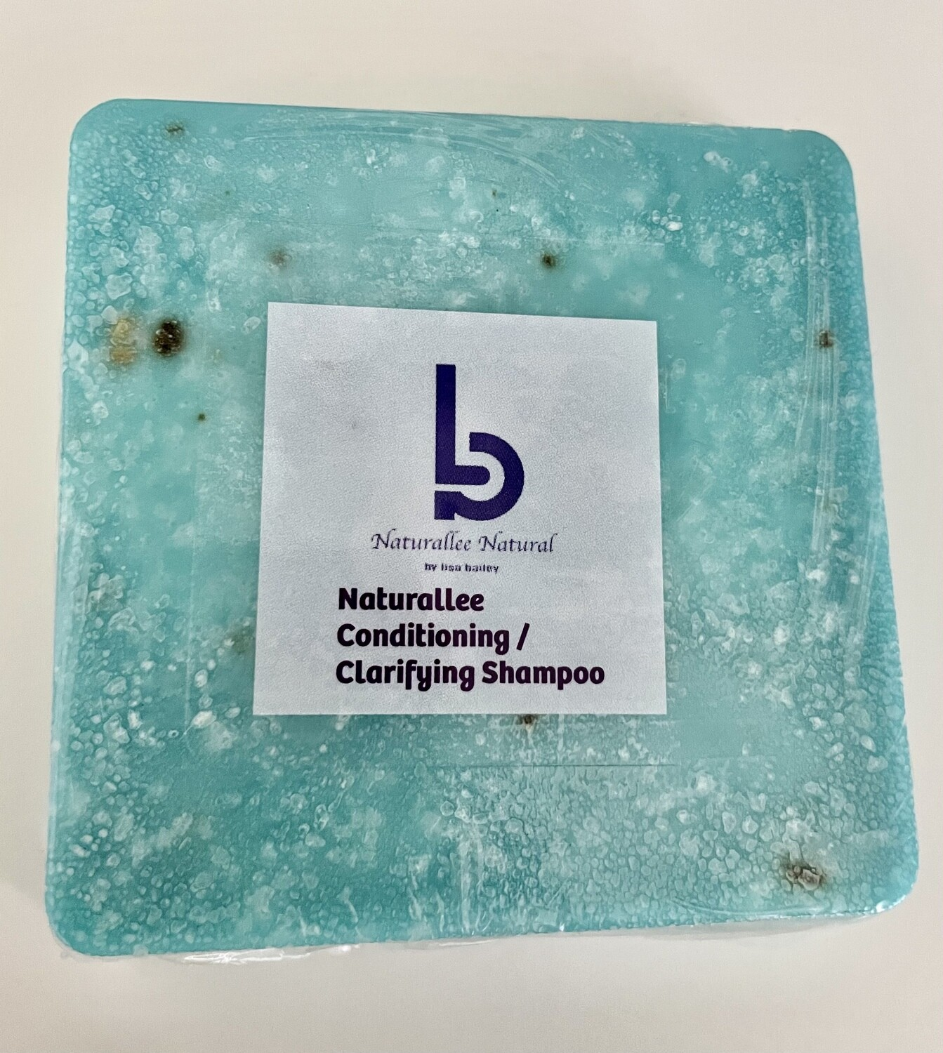 Naturallee Conditioning/ Clarifying Shampoo Bar.