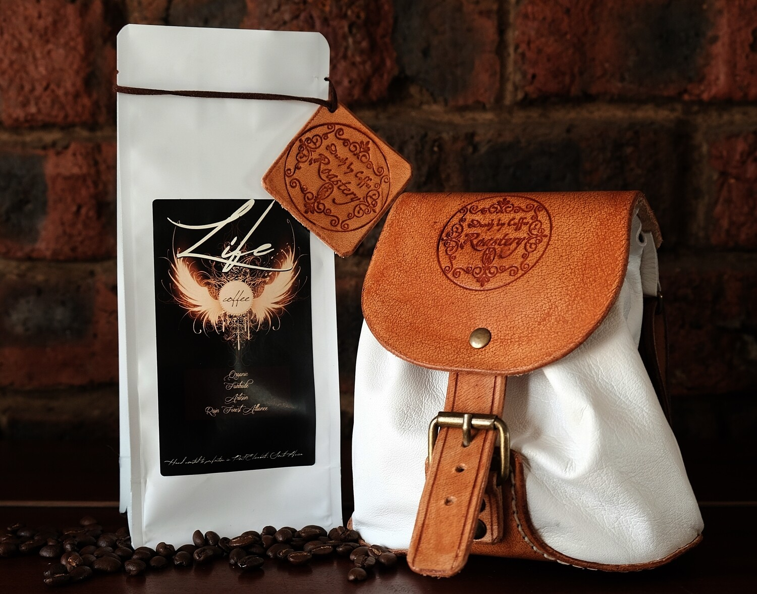 LIFE coffee- gift- with white leather bag
