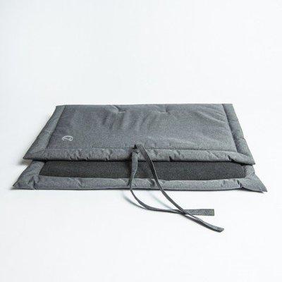 中灰色捲式行動床墊