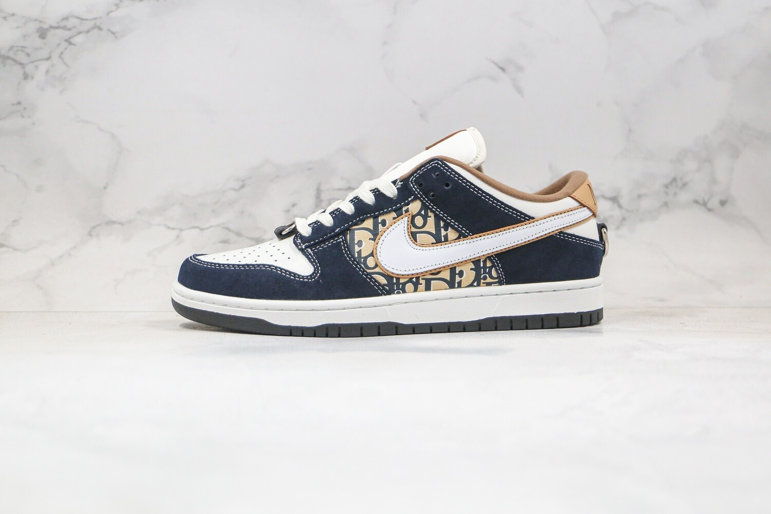 Custom Sneaker - Nike Swed Dunk Low SB