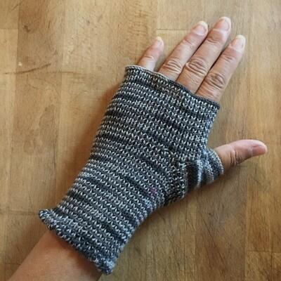 Fingerless Mitts - Static - medium length
