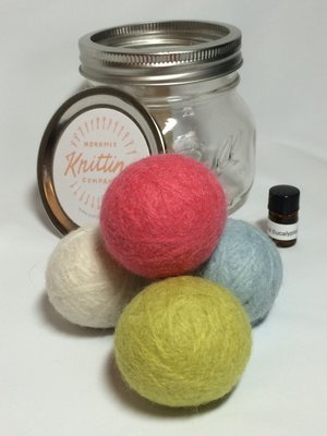 Dryer Balls Kit - Set of 4 with Essential Oils - Jar Version