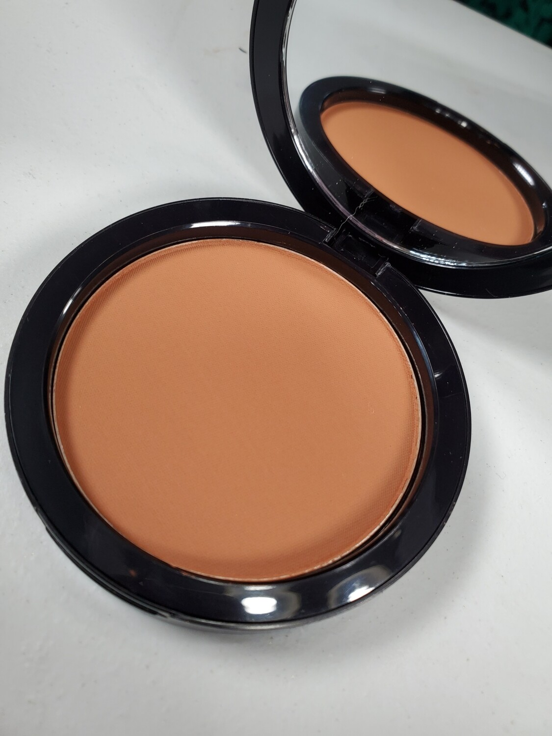 City - Dual Blend Multi-Use Foundation/Contour/Bronzing Powder