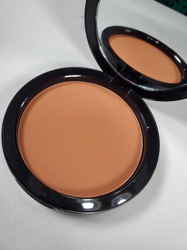 City - Dual Blend Multi-Use Foundation/Contour/Bronzing Powder
