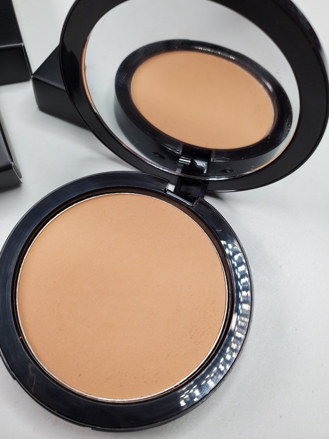 Edmondson - Dual Blend Multi-Use Foundation/Contour/Bronzing Powder