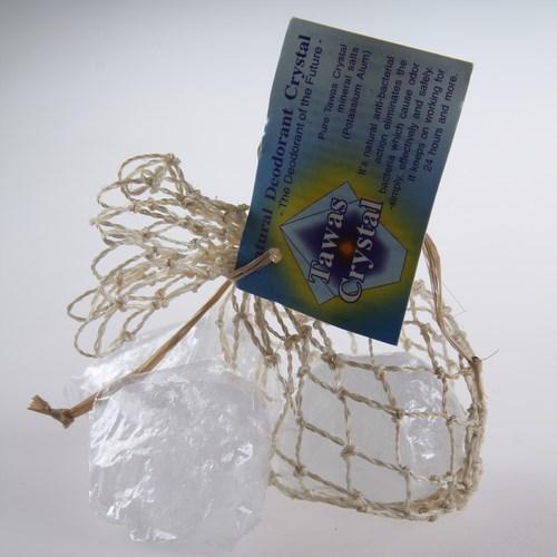 Tawas Crystal. 3 Кристалла природной формы, разного веса в сетке, плетеной из пальмы Абака, 45-55 г