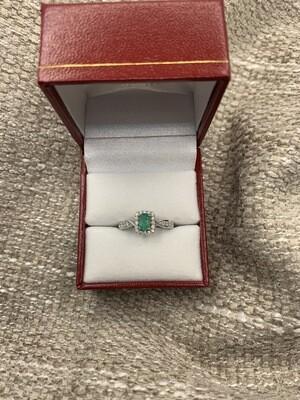 Oval Emerald Halo W/diamonds