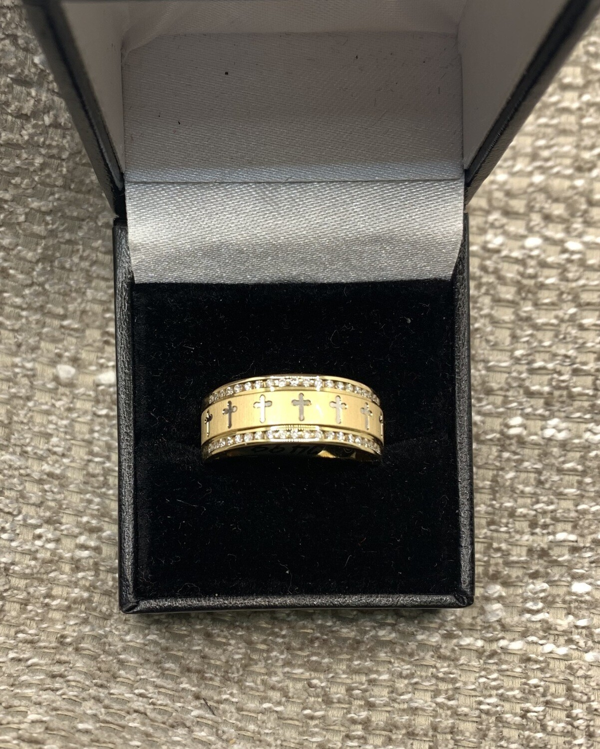 Men's Cross Ring With Diamonds 14 KT. Yellow Gold