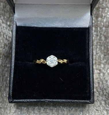 Diamond Cluster Twisted Band Engagement