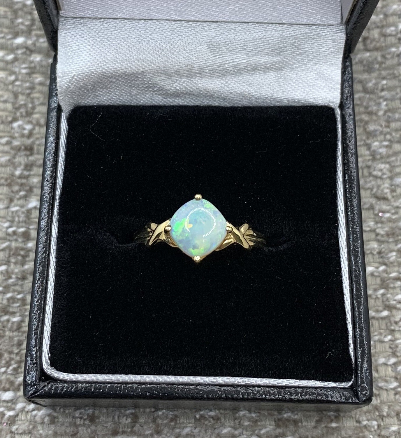.8ct Opal Set In Yellow Gold Ring