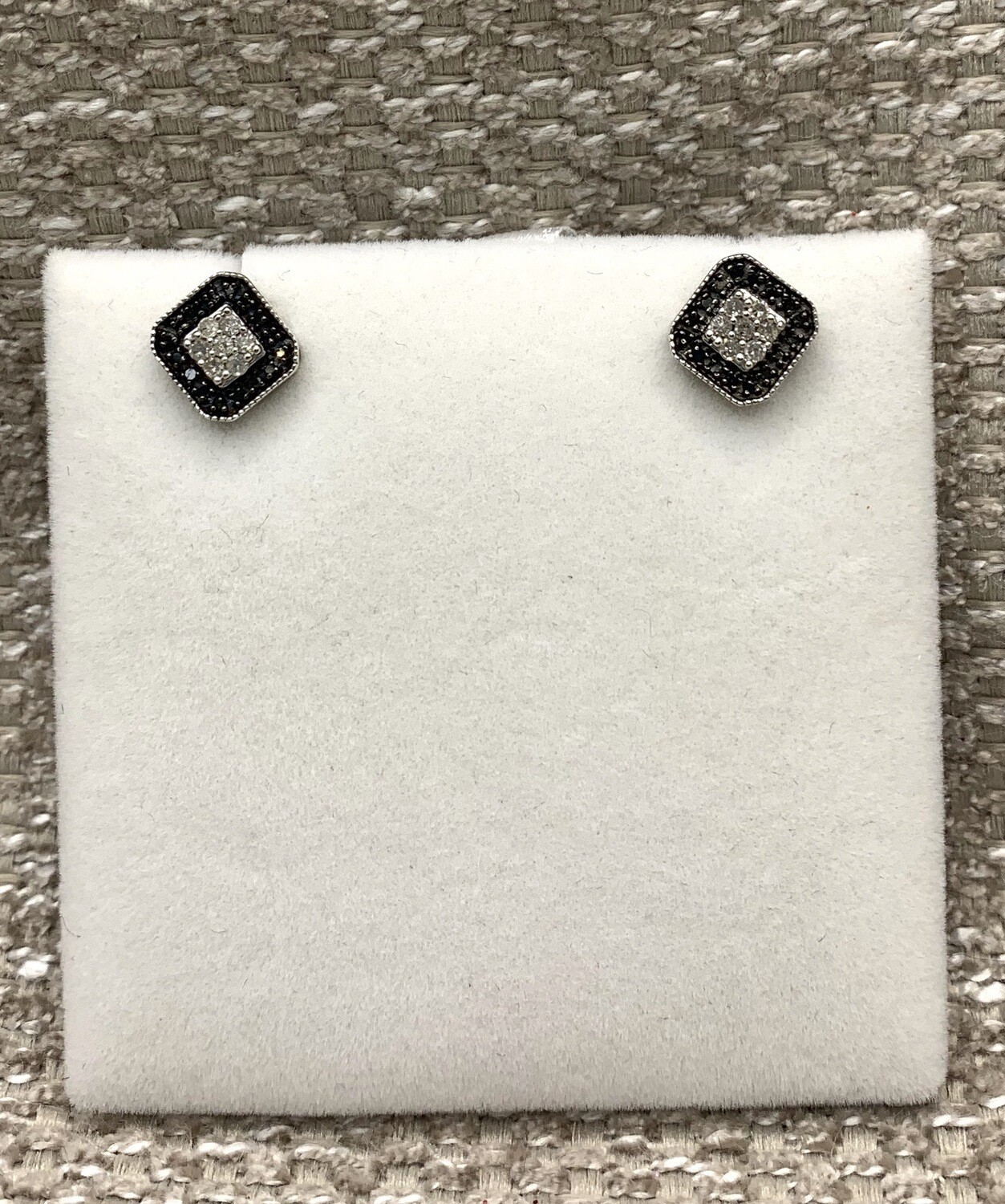 Black And White Diamond Square Clusters