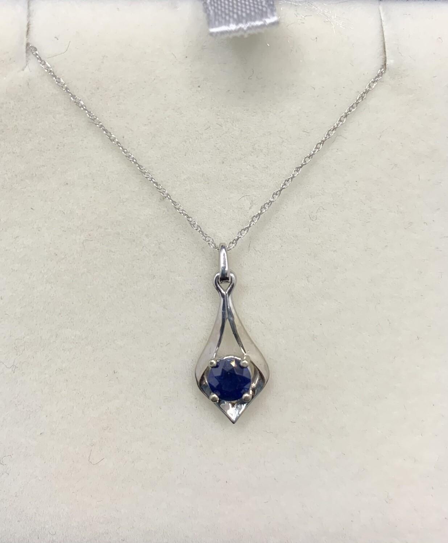 5mm Sapphire White Gold Pendant