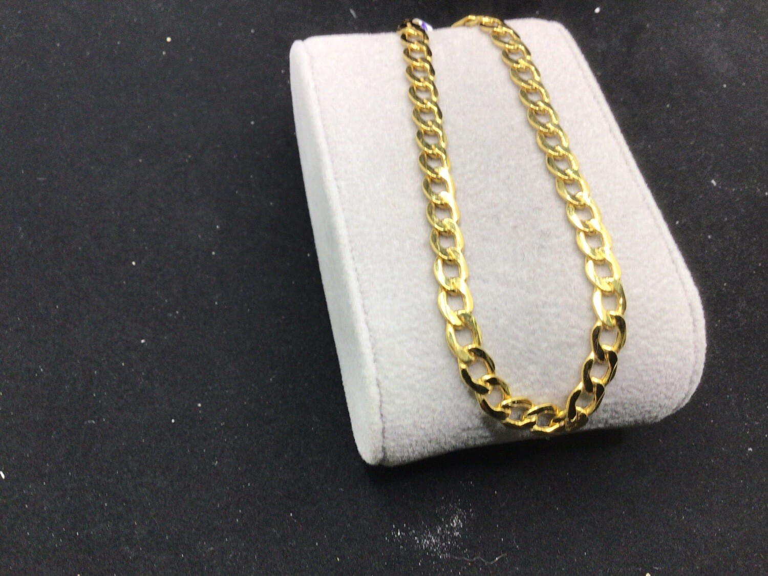 """8"""" 14 KT CURB BRACELET. 5 MM WIDE LITE WEIGHT WITH A LOBSTER"""