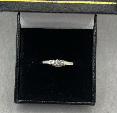 14 Kt White Gold 25 Pt Total Weight 3 Diamond Band