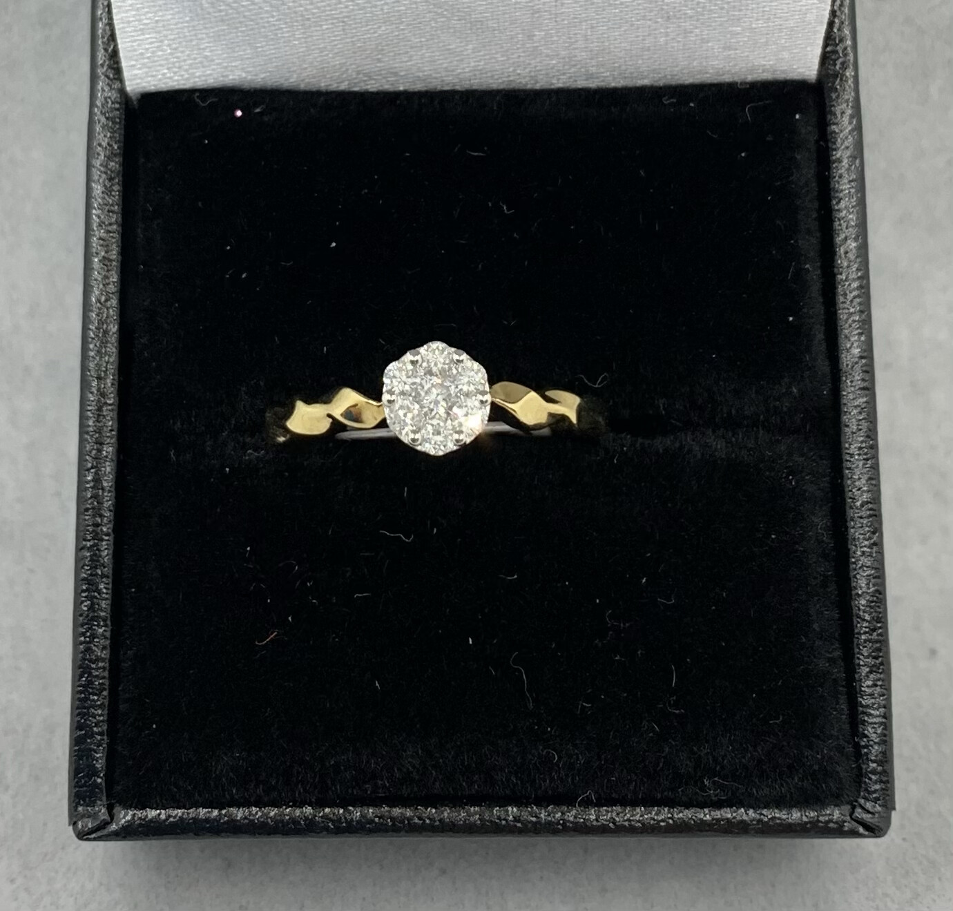 10k Yellow Gold Twisted Band Diamond Cluster 25 Pt Total Weight