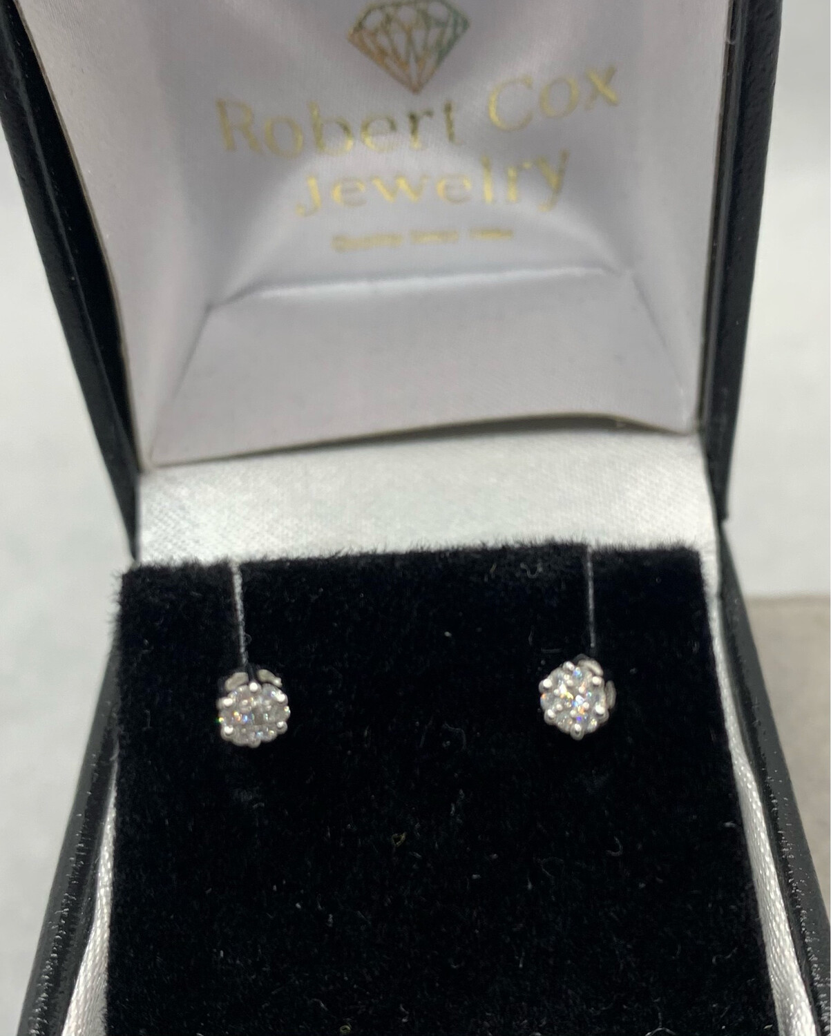 8pt Total Weight Diamond Cluster Post Earrings
