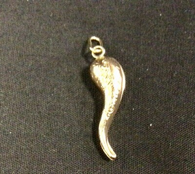ITALIAN HORN 14 KT YELLOW GOLD WITH INTERESTING PATTERN