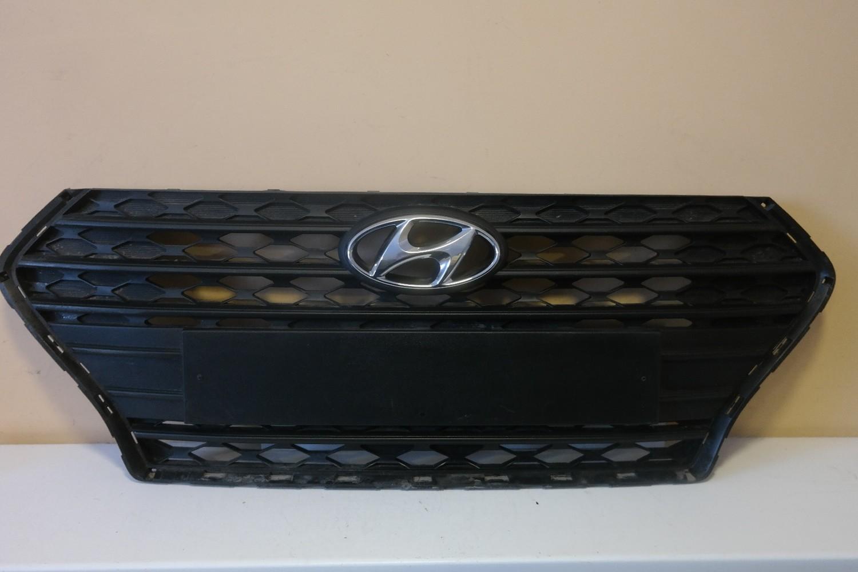 Решетка радиатора Hyundai Solaris 2017