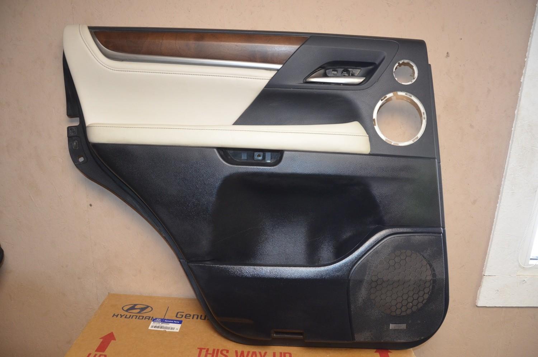 Обшивка двери задней левой Lexus LX 570