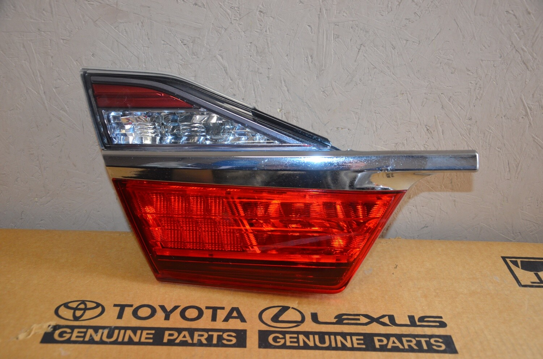 Фонарь внутренний левый Toyota Camry V55