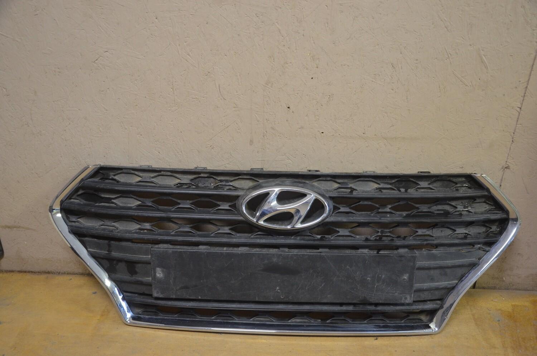 Решетка радиатора Hyundai Solaris
