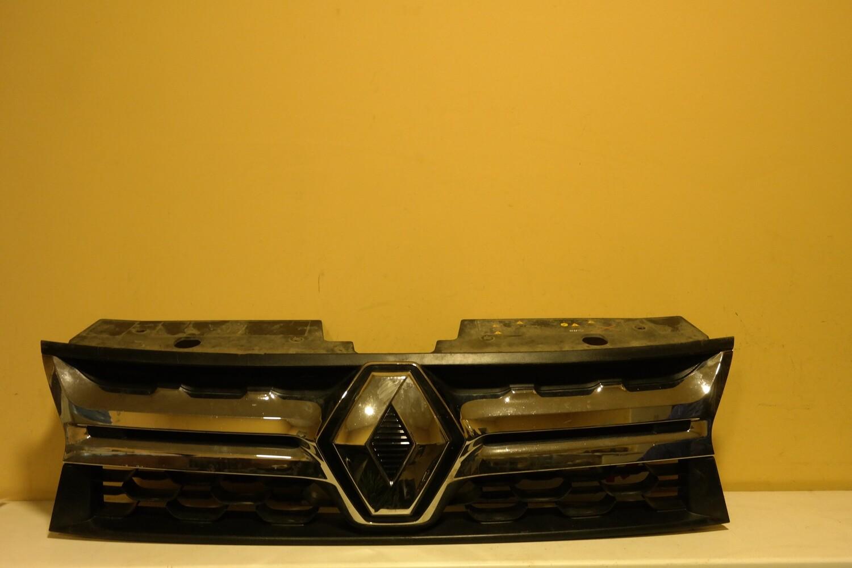 Решетка радиатора Renault Duster