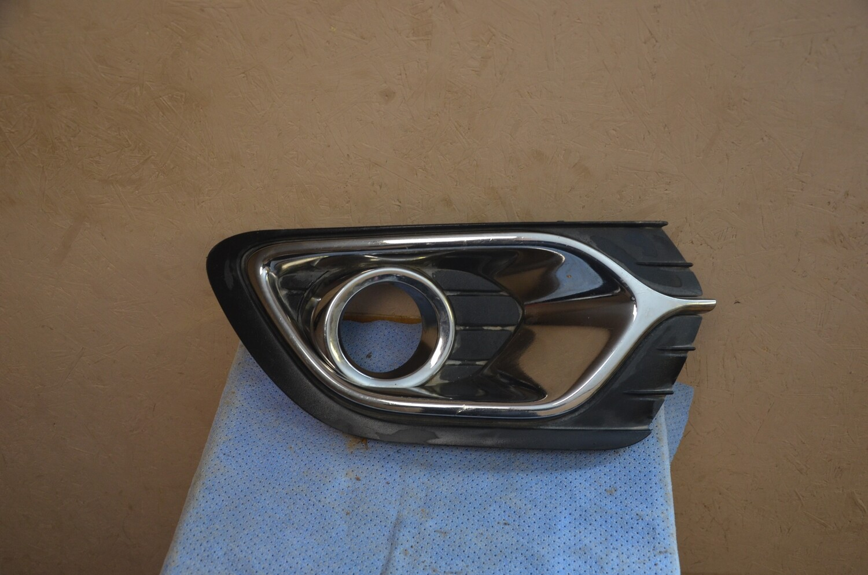Оправа левой ПТФ Renault Logan 2