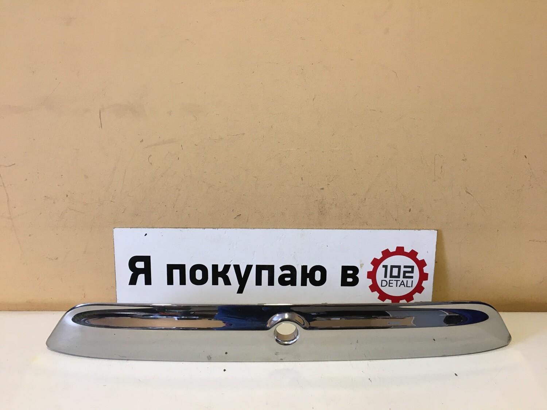 Накладка двери багажника Nissan Terrano