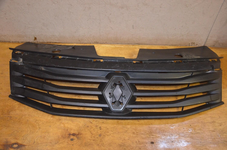 Решетка радиатора Renault Sandero 1